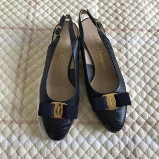 Ferragamo - Ferragamo の 紺のサンダルタイプの革靴