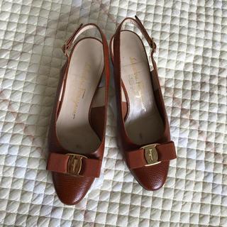 Ferragamo - Ferragamo の茶色いサンダルタイプの革靴