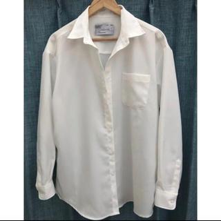 scenerity 白シャツ