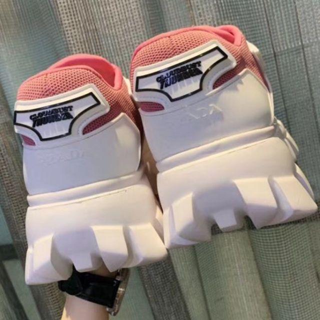 PRADA(プラダ)のPRADA プラダ ロゴ スニーカー レディースの靴/シューズ(スニーカー)の商品写真