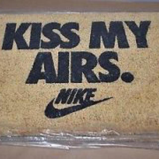 NIKE(ナイキ)の込 NIKE OVERKILL KISS MY AIRS DOORMAT   インテリア/住まい/日用品のラグ/カーペット/マット(玄関マット)の商品写真