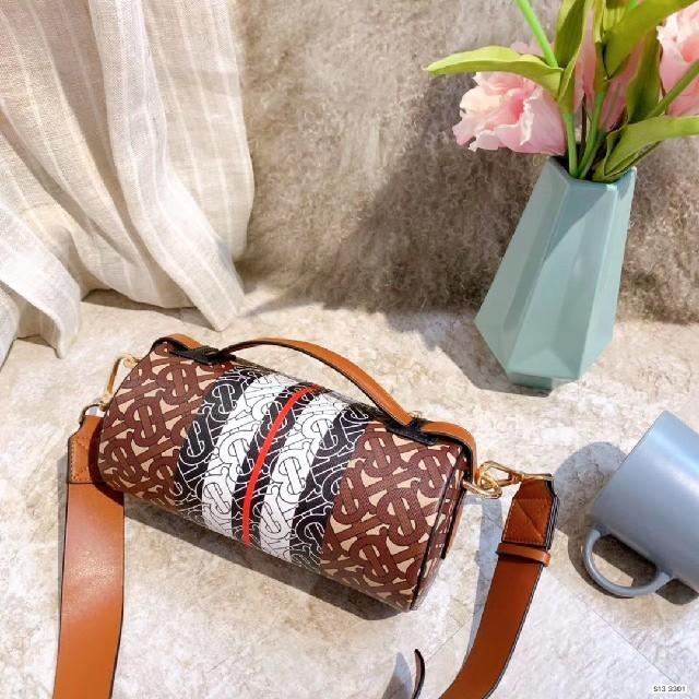 BURBERRY(バーバリー)のBURBERRYバーバリーレディースショルダーバッグ レディースのバッグ(ショルダーバッグ)の商品写真