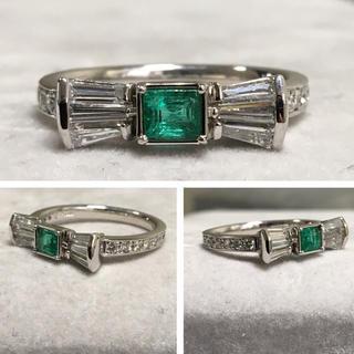 PT900 エメラルドとダイヤモンドのリング リボン型(リング(指輪))