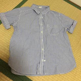 ジーユー(GU)のロールアップシャツ《ストライプ(シャツ/ブラウス(半袖/袖なし))