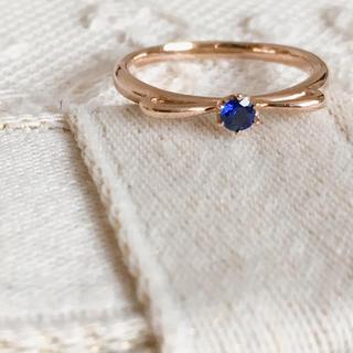 アガット(agete)のセイレーンアズーロ  リボン ピンキーリング サファイア(リング(指輪))
