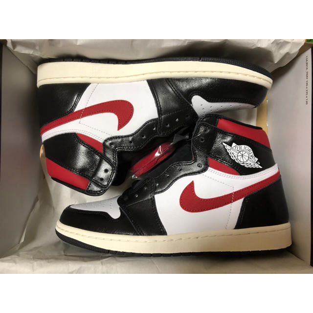 NIKE(ナイキ)のNIKE AIR JORDAN 1 RETRO HIGH OG GYM RED メンズの靴/シューズ(スニーカー)の商品写真