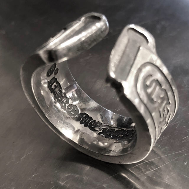 Chrome Hearts(クロムハーツ)のクロムハーツ スクロールラベル リング  メンズのアクセサリー(リング(指輪))の商品写真