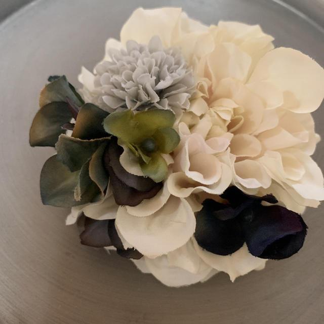 toytoy417 ダリア コサージュ 髪飾り 上品なアイボリー ナチュラル ハンドメイドのアクセサリー(コサージュ/ブローチ)の商品写真