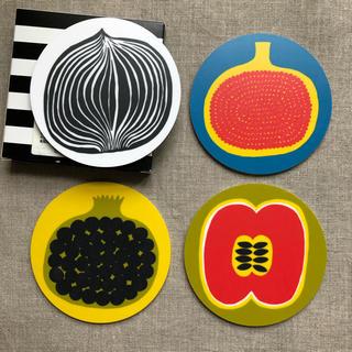 マリメッコ(marimekko)のMarimekko コースターセット (新品・箱付き)(収納/キッチン雑貨)