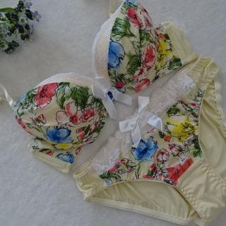 J055☆白ribbonがキュート♪ブラ&ショーツセット(クリーム)B70M(ブラ&ショーツセット)