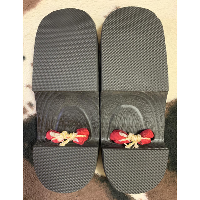 【新品】浴衣 下駄 ゲタ レディース フリーサイズ 黒×深紅ラメ鼻緒 赤 レディースの靴/シューズ(下駄/草履)の商品写真