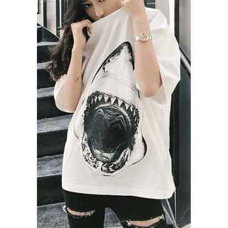 【個性派デザイン】サメ柄ビックロゴ Tシャツ(Tシャツ/カットソー(七分/長袖))
