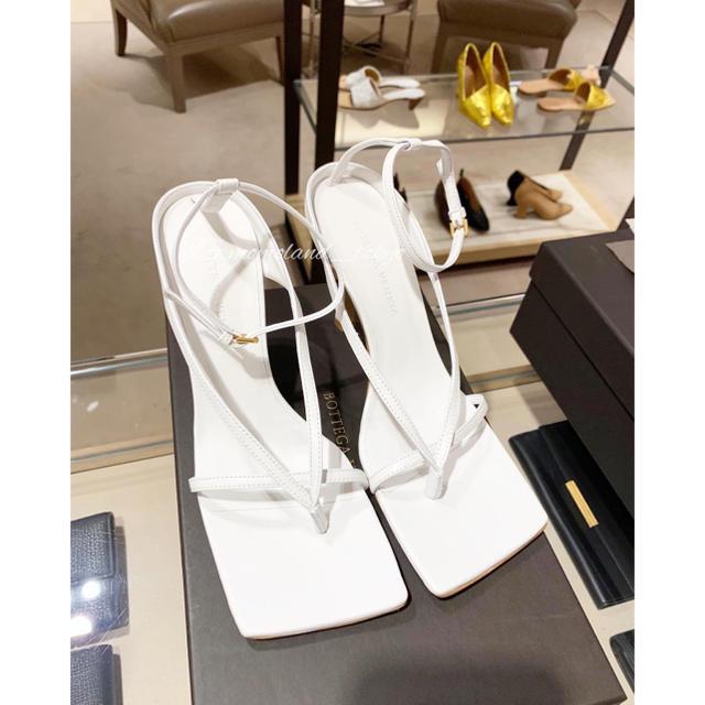 Bottega Veneta(ボッテガヴェネタ)のボッテガヴェネタ ナッパドリーム ストレッチ サンダル ホワイト レディースの靴/シューズ(サンダル)の商品写真