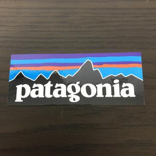 パタゴニア(patagonia)の【縦4cm横10.3cm】patagonia 公式ステッカー(その他)
