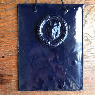 IDEE - カモシカの陶板 飾りタイル 群青色