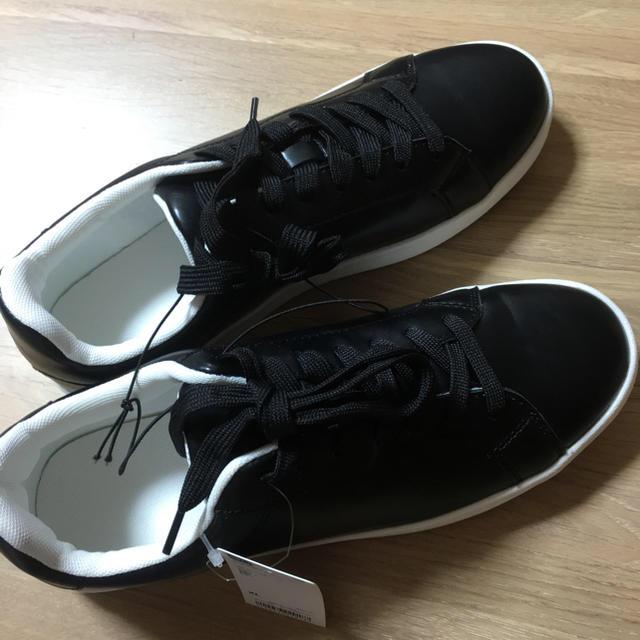 GU(ジーユー)のGU レザータッチスニーカー WOMEN XL レディースの靴/シューズ(スニーカー)の商品写真