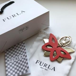 フルラ(Furla)の【新品】フルラ  FURLA 蝶モチーフキーホルダー チャーム(キーホルダー)