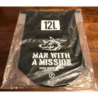 マンウィズアミッション(MAN WITH A MISSION)のMWAM ロゴドライバッグ(12L)(ミュージシャン)