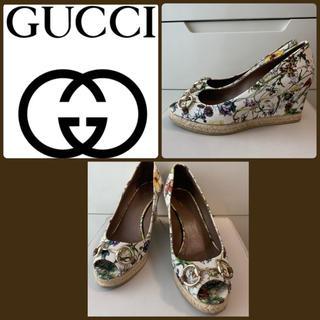 Gucci - GUCCI ホワイトキャンバス フラワーパンプス