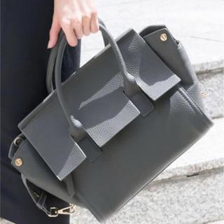 プレーンクロージング(PLAIN CLOTHING)のオフィス カジュアル 2wayバッグ グレージュ セレカジ ポケット ママコーデ(ハンドバッグ)