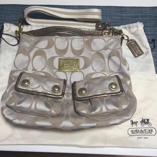 コーチ(COACH)のCOACH コーチ バッグ ベージュ 保管袋+チェーン付きブランドプレート付(ショルダーバッグ)