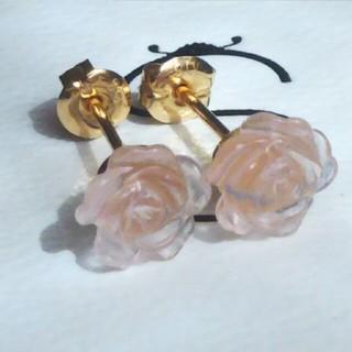 【K18】◆天然石 ローズクォーツのローズ(薔薇)デザインカットピアス(ピアス)