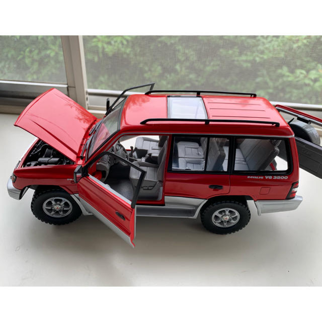 SUNSTAR(サンスター)の三菱パジェロ Mitsubishi Pajero 1/18 値下げ エンタメ/ホビーのおもちゃ/ぬいぐるみ(ミニカー)の商品写真