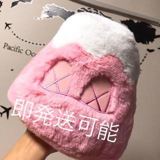 メディコムトイ(MEDICOM TOY)のkaws holiday Mount Fuji 8 plush pink(ぬいぐるみ)