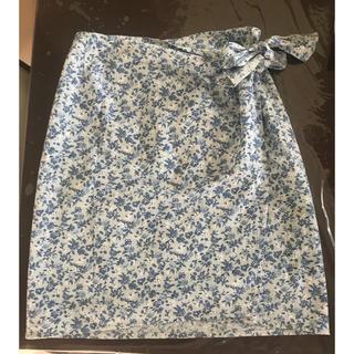 ワールドベーシック(WORLD BASIC)のタイト巻きスカート 涼しげ小花柄(ひざ丈スカート)