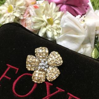 フォクシー(FOXEY)の定番フォクシー❤︎お花型ブローチ シャンパン(ブローチ/コサージュ)