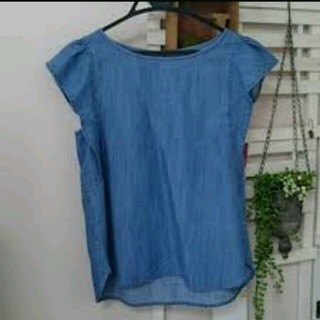ジーユー(GU)のg.u.デニムフリル袖トップス(シャツ/ブラウス(半袖/袖なし))