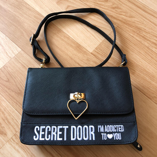 SECET DOOR お財布ショルダー(長財布)