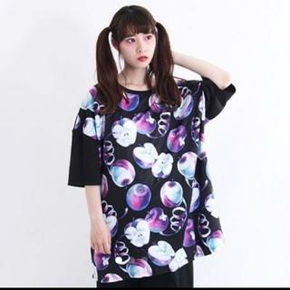 ファンキーフルーツ(FUNKY FRUIT)のDrugHoney 毒蜜りんご総柄Tシャツ(Tシャツ(半袖/袖なし))