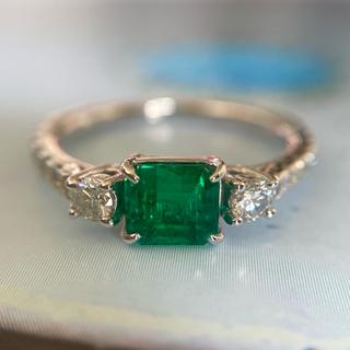 新品 pt900  神秘的なグリーン  エメラルド ダイヤモンド リング(リング(指輪))
