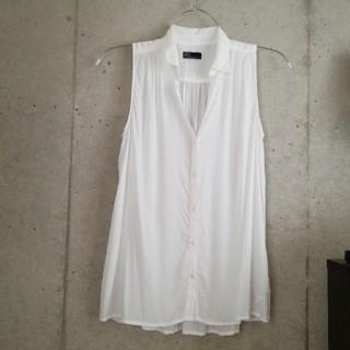 ギャップ(GAP)のGAP ノースリーブシャツ ホワイト(シャツ/ブラウス(半袖/袖なし))
