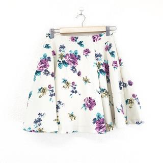 レディアゼル(REDYAZEL)の REDYAZEL レディアゼル スカート フレア 花柄 アイボリー サイズM(ひざ丈スカート)