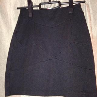 黒の台形スカート(ひざ丈スカート)