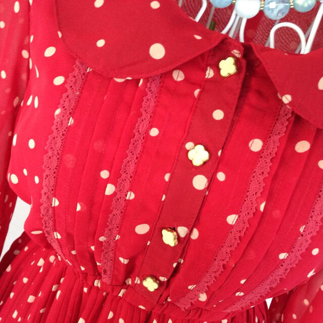 INGNI(イング)のINGNI 超かわいい❤︎水玉 ワンピ赤 レディースのワンピース(ひざ丈ワンピース)の商品写真
