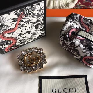 グッチ(Gucci)の【新品未使用】GUCCI グッチ クリスタル付き メタル ダブルG ブローチ (ブローチ/コサージュ)