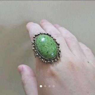 美品☆グリーンストーンのリング(リング(指輪))