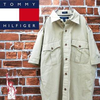 トミーヒルフィガー(TOMMY HILFIGER)のトミーヒルフィガー☆刺繍ロゴワンポイントシンプルコーデ エポーレットシャツ(シャツ)