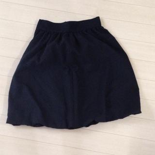裾がかわいい黒色スカート(ひざ丈スカート)