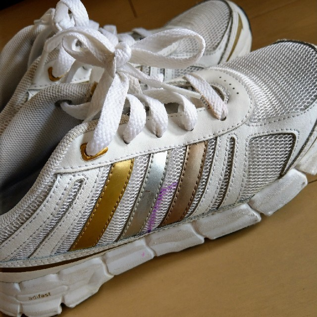 adidas(アディダス)のadidasスニーカー 22センチ レディースの靴/シューズ(スニーカー)の商品写真