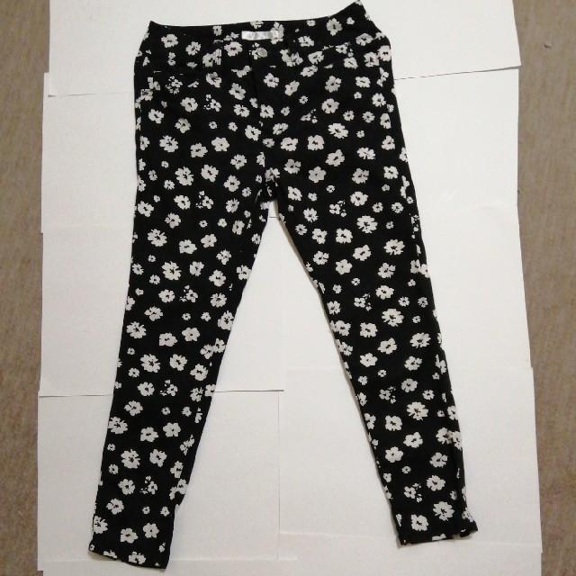 HONEYS(ハニーズ)の☆7部丈 クロップドパンツ 黒地花柄 S~Mサイズ☆ レディースのパンツ(クロップドパンツ)の商品写真