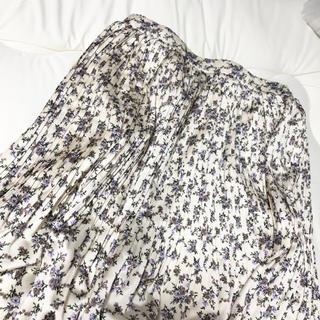 ワンウェイ(one*way)のflower pleated skirt(ひざ丈スカート)