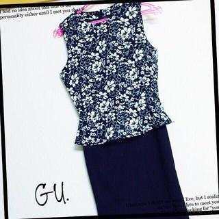 ジーユー(GU)の花柄 ペプラム ワンピース ドレス(ミニワンピース)