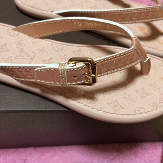 LOUIS VUITTON(ルイヴィトン)のLOUIS VUITTON サンダル レディースの靴/シューズ(サンダル)の商品写真