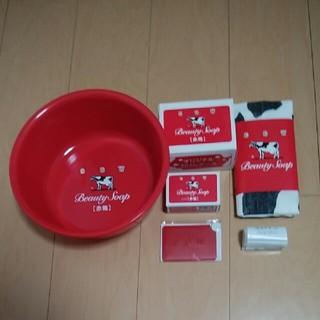ギュウニュウセッケン(牛乳石鹸)のカウブランド赤箱90周年記念オリジナルグッズ(ボディソープ/石鹸)