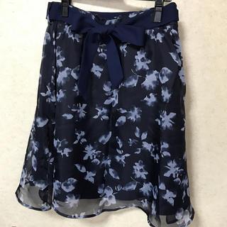 ハニーズ(HONEYS)のネイビーの花柄スカート(ひざ丈スカート)