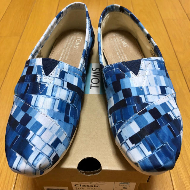 TOMS(トムズ)の★新品 米国ブランド TOMS フラットシューズ 22cm ブルー レディースの靴/シューズ(スリッポン/モカシン)の商品写真